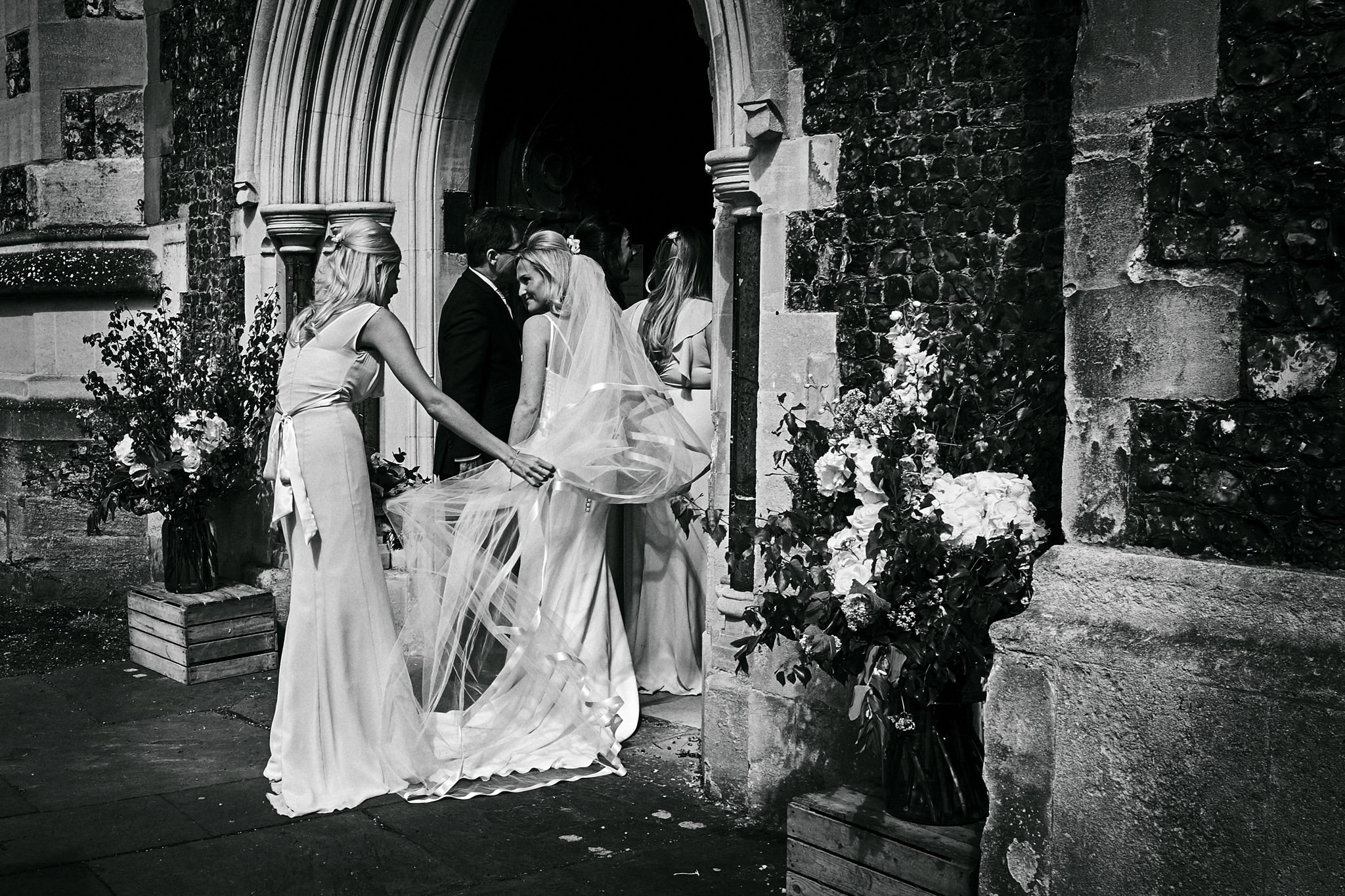 weBride and her father arrive at St Mary's Church, Henley-on-Thames